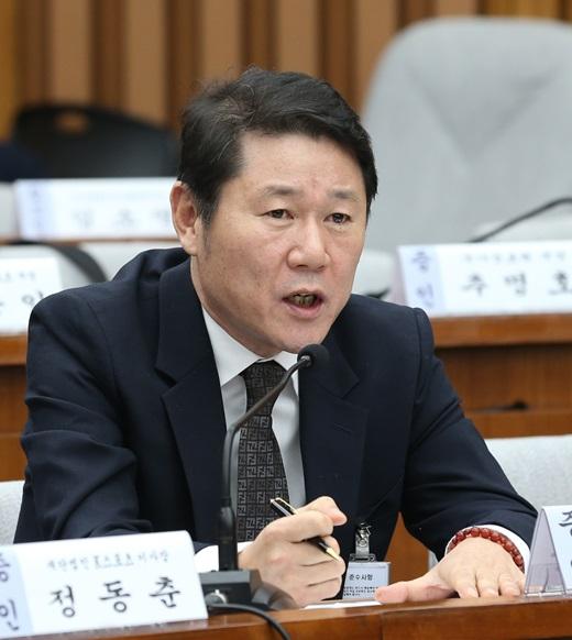 남궁곤 전 이화여대 입학처장이 9일 국회에서 열린 박근혜 정부의 최순실 등 민간인에 의한 국정농단 의혹사건 진상규명 위한 국정조사특별위원회의 7차 청문회에 출석해 의원들의 질의에 답하고 있다. /사진=뉴스1