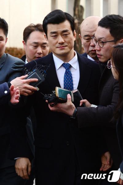"""[박근혜 탄핵심판] 이영선 행정관, '보안손님' 질문에 계속 """"말 못해""""(속보)"""
