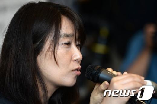 한강 소설가가 지난해 5월 서울 마포구 한 카페에서 열린 소설 '흰' 출간 기념 기자회견에서 발언을 하고 있다. /사진=뉴스1