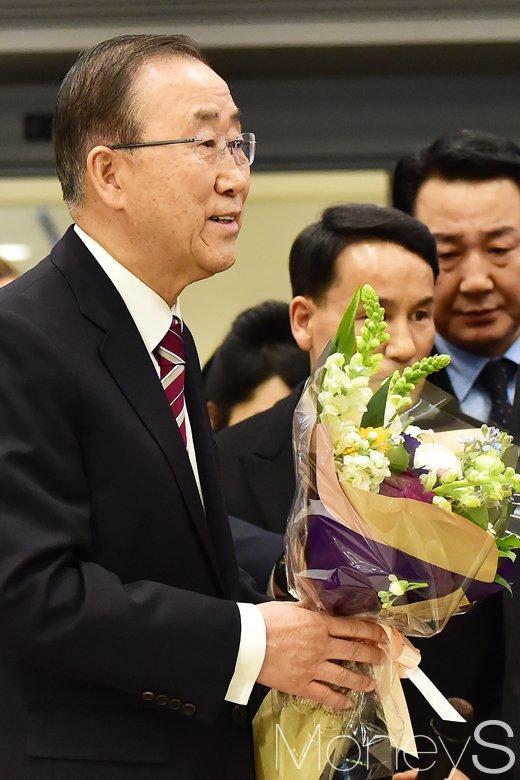 [머니S포토] 반기문 총장 귀국, '그의 다음행보에 대한민국은 시선몰입'