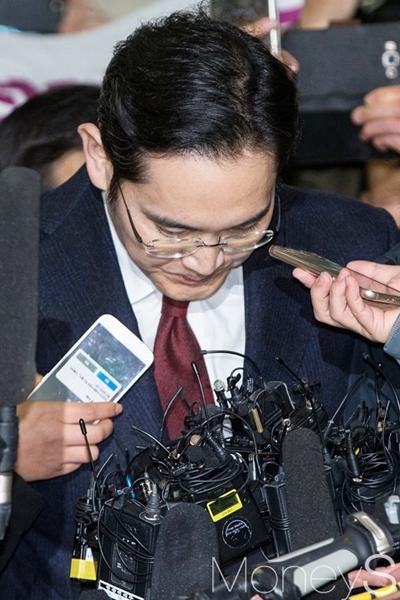 """[이재용 특검 브리핑] """"이재용, 뇌물공여·위증이 주된 혐의""""(속보)"""