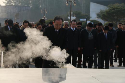 광주 5·18묘지 참배하는 반기문 전 UN사무총장