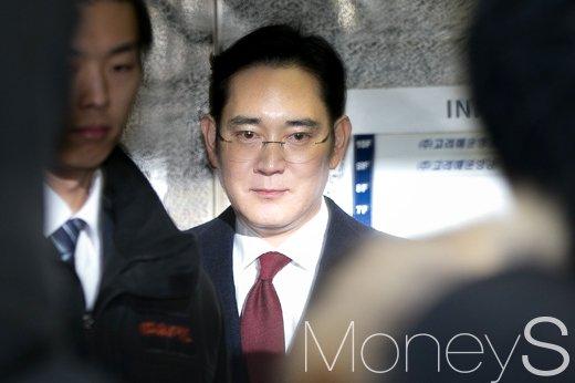 """[이재용 영장심사] 특검 """"이재용 대기장소 다시 정하기로""""(속보)"""