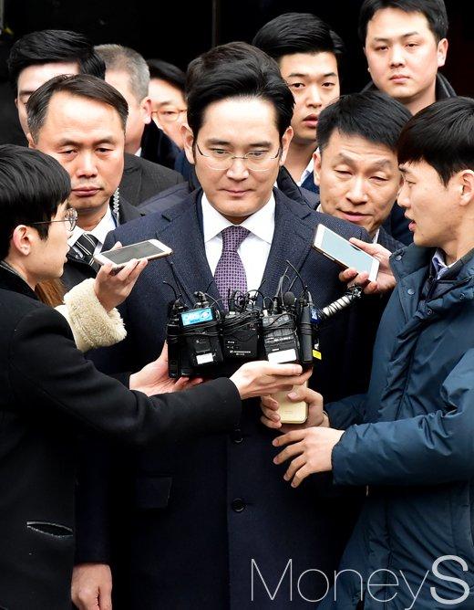 [머니S포토] 이재용 영장심문 4시간만에 종료, '서울 구치소로 인치 결정'