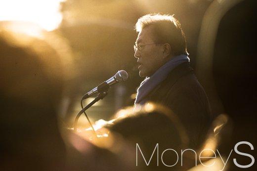김기춘 조윤선 구속. 사진은 문재인 전 민주당 대표. /사진=임한별 기자
