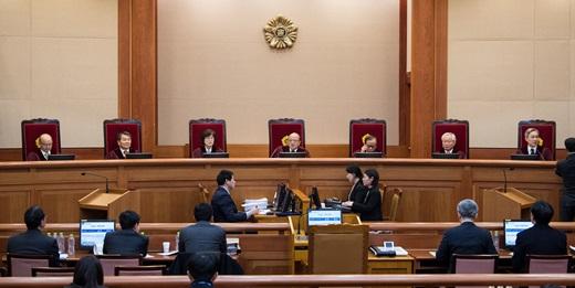 박한철 헌법재판소장이 지난 19일 서울 종로구 헌법재판소 대심판정에서 열린 '박근혜 대통령 탄핵심판 7차 변론기일'을 진행하고 있다. /사진=뉴스1