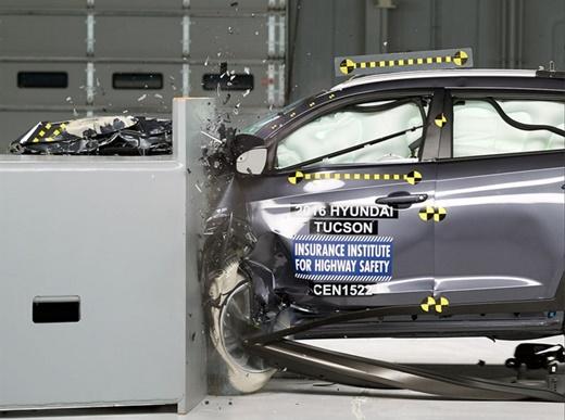 현대차 투싼 스몰오버랩 테스트 사진. /제공= 미국고속도로보험협회(IIHS) 홈페이지