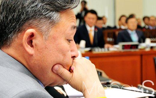 표창원 박근혜 그림. 사진은 표창원 민주당 의원. /자료사진=임한별 기자
