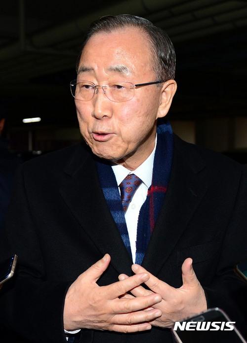 JTBC 뉴스룸 긴급여론조사. 반기문 전 유엔 사무총장이 어제(1일) 대선 불출마를 선언했다. /자료사진=뉴시스