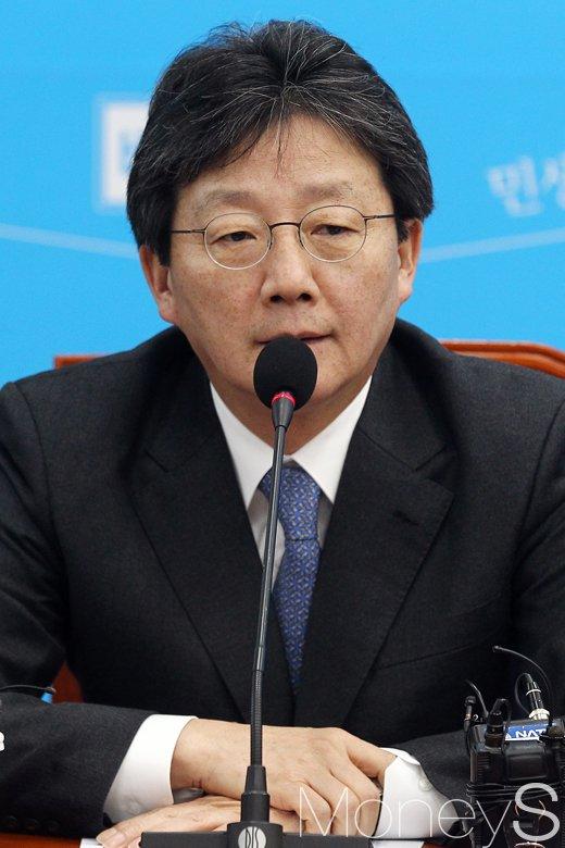 [머니S포토] 바른정당 최고위 회의, 대권잠룡 유승민의 발언