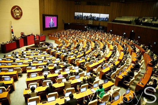 [머니S포토] 2월 국회 본회의, 민주당 우상호 원내대표 교섭단체 연설