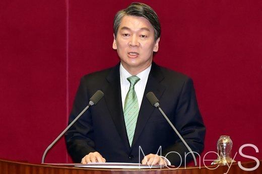 [머니S포토] 국민의당 대권주자 안철수, 교섭단체 대표 연설