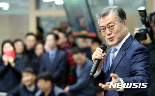 문재인 노량진. 문재인 전 더불어민주당 대표가 6일 오후 서울 동작구 노량진 한 고시학원을 방문했다. /사진=뉴시스