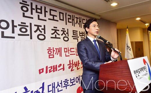 """[머니S포토] 대권잠룡 안희정, """"한반도 외교안보 걱정하지말라"""""""