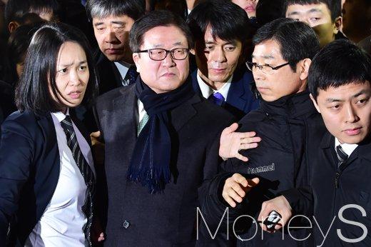 [머니S포토] 영장실질심사 마친 박상진 삼성전자 사장