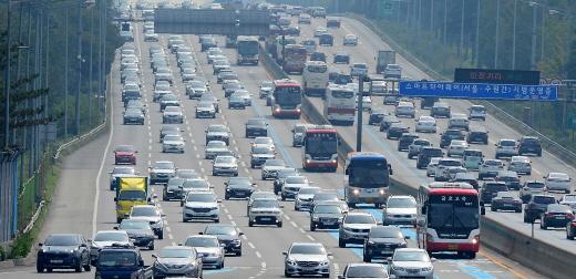4일 오후 전국 고속도로 흐름이 대체로 원활하지만 오후 6시 경부터 정체가 극심해질 전망이다. /사진=뉴시스 DB