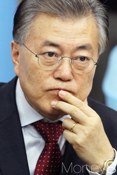 이재명 문재인. 사진은 문재인 전 더불어민주당 대표. /사진=임한별 기자