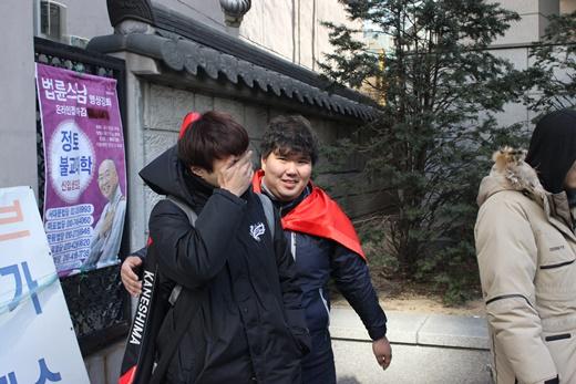 [머니S포토] 박근혜 탄핵 인용, '기쁨의 눈물'