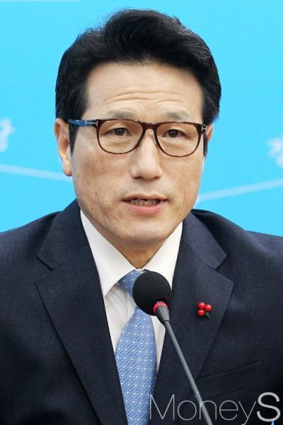 박근혜 대통령 파면. 헌재 결정 존중. 사진은 정병국 바른정당 대표. /사진=임한별 기자
