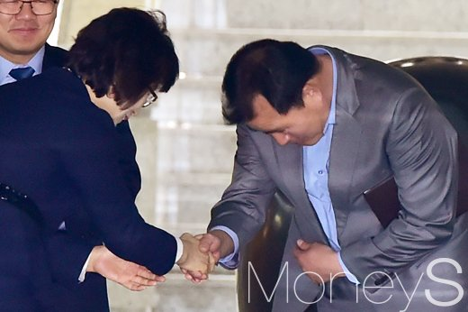 이정미 퇴임식. 고통스럽고 어려운 결정. 사진은 이정미 헌법재판관(왼쪽). /사진=임한별 기자