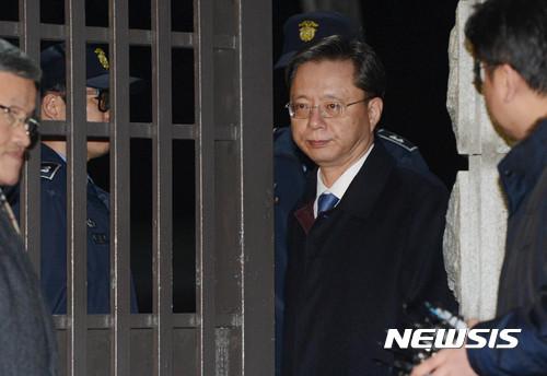 우병우 아들. 우병우 전 청와대 민정수석이 지난 2월25일 특검이 청구한 구속영장이 기각된 뒤 서울구치소를 나서 귀가하고 있다. /자료사진=뉴시스