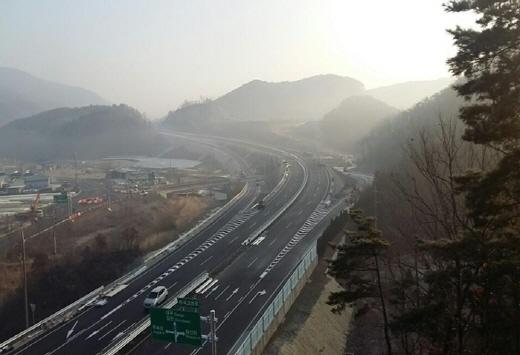 대전-김천을 잇는 동서 횡단 4차로 도로망이 15일 개통된다. /사진=국토부