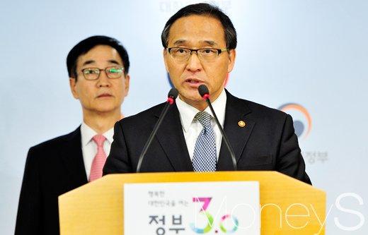 2017 대선 날짜. 5월 임시공휴일. 사진은 홍윤식 행정자치부 장관. /사진=임한별 기자