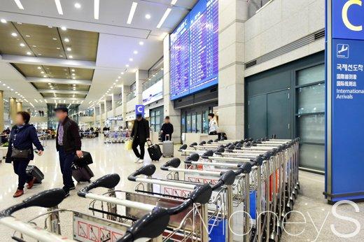 [머니S포토] 중국 금한령 조치, 한산한 인천공항 입국장