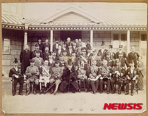 을사늑약 원흉들의 기념촬영./사진 = 서울역사박물관