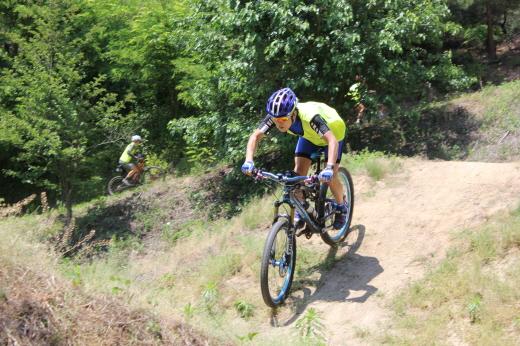 경륜훈련원 MTB코스를 달리는 지난해 자전거아카데미 참가자들. /사진=국민체육진흥공단