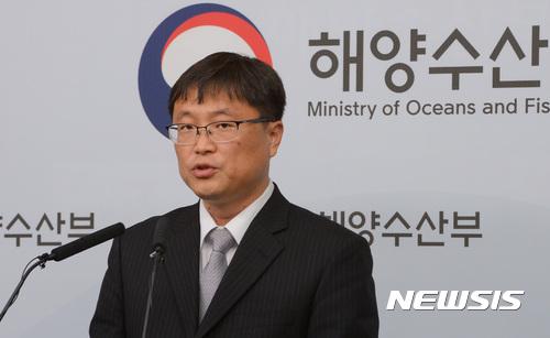 """[세월호 인양 브리핑] 이철조 단장 """"현장 파고 1.6m로 다소 높아""""(속보)"""