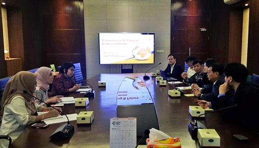 인도네시아 보건복지부(MOH) 제약·의료기기 기관장을 비롯한 관계자와 대웅제약 임직원들이 비즈니스 미팅을 진행하고 있는 모습. /사진=대웅제약