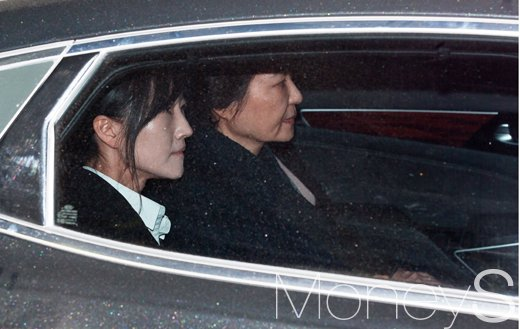 박근혜 전 대통령(오른쪽) /사진=사진공동취재단
