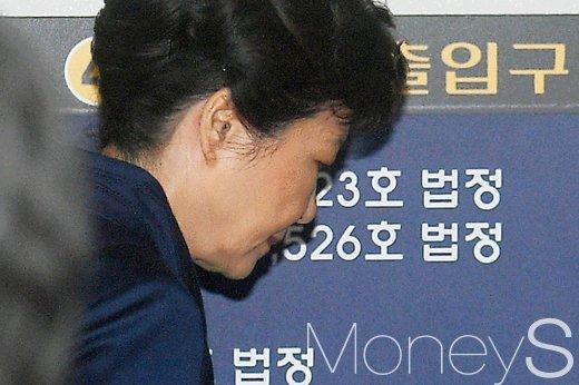 박근혜 구속. 서울구치소 도착. 박근혜 전 대통령 구속 수감. 올림머리. 정청래. /사진=사진공동취재단
