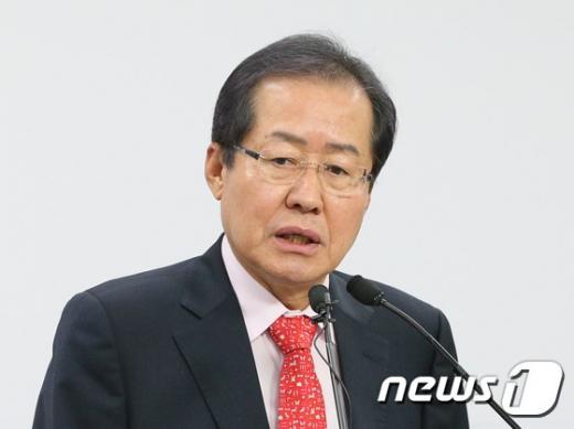 """[자유한국당 경선] 홍준표 """"국민들, 박근혜 용서할 때 됐다""""(속보)"""