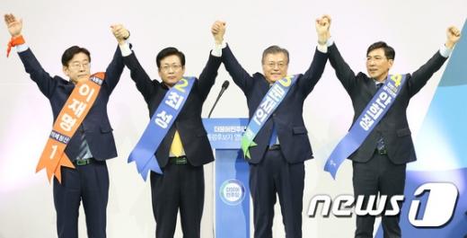 [민주당 영남경선 결과] ARS 투표… 문재인 64.3% 1위, 이재명 18.6% 2위, 안희정 16.9% 3위(속보)