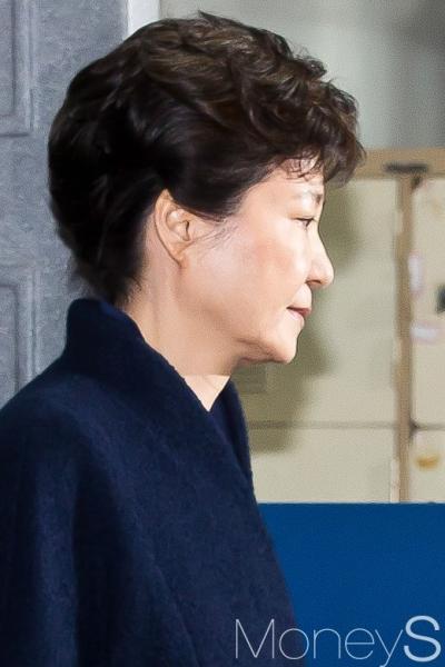 박근혜 구속후 오늘 첫조사. 사진은 박근헤 전 대통령. /사진=사진공동취재단