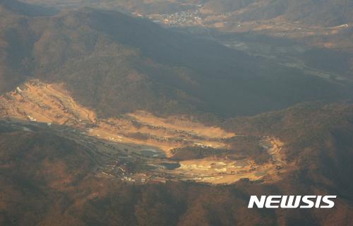 성주 경전철. 사드(THADD·고고도미사일방어체계)가 배치되는 경북 성주군 성주골프장 전경. /자료사진=뉴시스