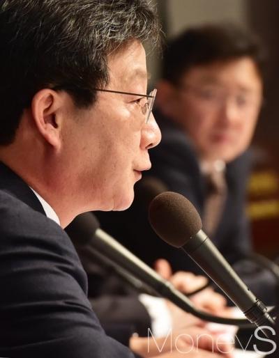유승민 홍준표. 사진은 유승민 바른정당 후보. /사진=임한별 기자