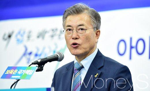 문재인보육정책. 문재인 더불어민주당 후보가 오늘(14일) 서울 영등포구 당사에서 기자회견을 열고 보육정책을 발표하고 있다. /사진=임한별 기자