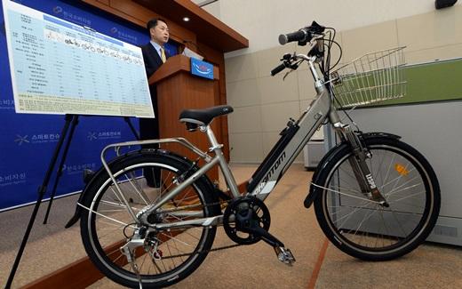 이용주 한국소비자원 기계금속팀장이 지난 21일 정부세종청사 공정거래위원회 기자실에서 전기자전거 가격·품질 비교정보 브리핑을 하고 있다. /사진=뉴스1