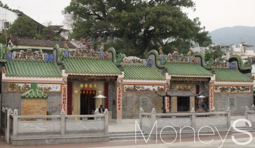 포구 인근 도교 사찰이 있다. 왼쪽엔 천후를, 오른쪽엔 관우를 모셨다. /사진=박정웅 기자