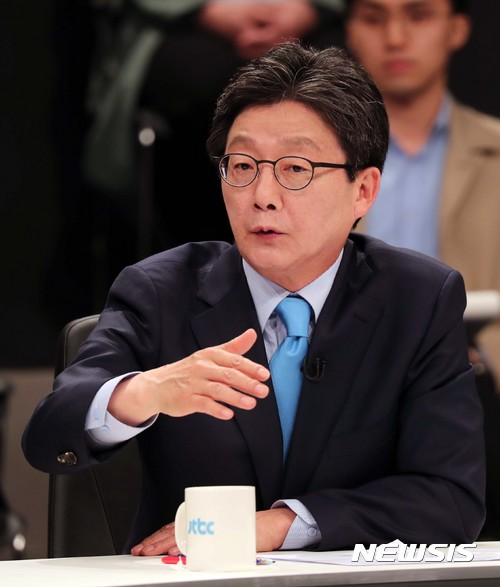 유승민 바른정당 대선후보가 25일 JTBC 주관으로 열린 후보자 초청 토론회에서 발언하고 있다. /사진=국회사진기자단