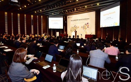 [머니S포토] IARIW-BOX 컨퍼런스, 개회사 전하는 이주열 총재