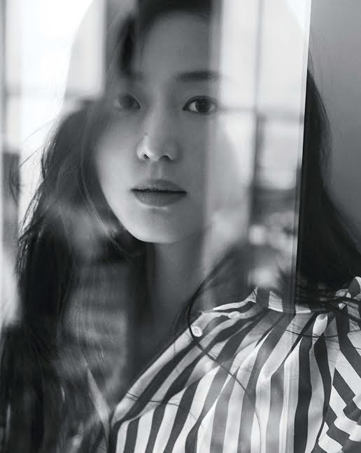 전지현, 그녀만의 고혹적인 아름다움에 빠져들다