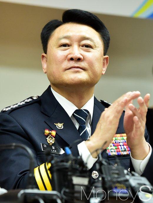 [머니S포토] 경찰개혁위 발족, 박수 치는 이철성 경찰청장