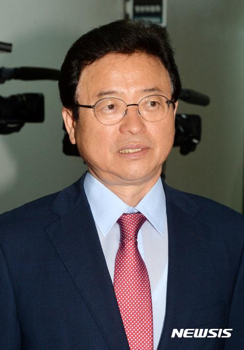 이철우 자유한국당 의원이 문재인 대통령의 탄핵 가능성을 시사하는 발언을 최고위원 후보자 토론회에서 해 논란이다. /자료사진=뉴시스