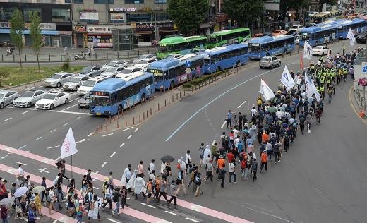 전국철도노동조합이 24일 결의대회를 열고 해직 노동조합원의 조속한 복직과 철도의 공공성 강화를 요구하고 나섰다. /사진=뉴스1