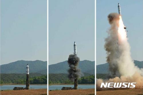 """북한 탄도미사일 또 발사, NHK """"일본 EEZ 추락 가능성"""""""