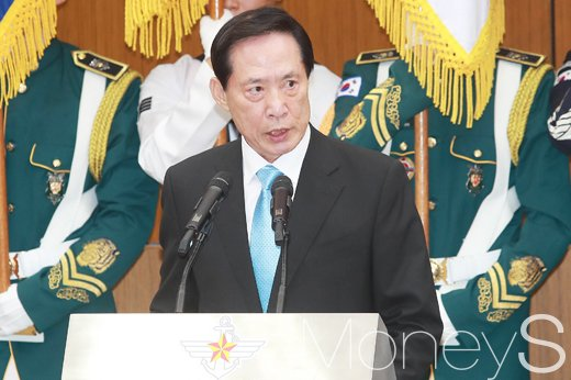 [머니S포토] 국방개혁 의지 역설하는 송영무 신임 장관